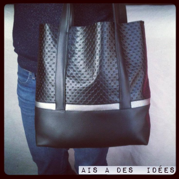 Un jour on m'a dit: &Mais t'as pas envie des fois d'avoir de vrais beaux sacs ?& Bim, dans ma face! Bein moi, ce sac, je l'ai fait et je l'aime très très fort !!