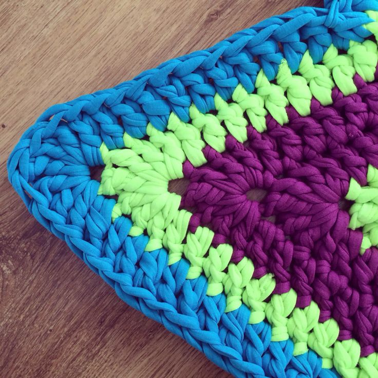 Crochet Rug using textile yarn - www.beautyinthemirror.co.uk