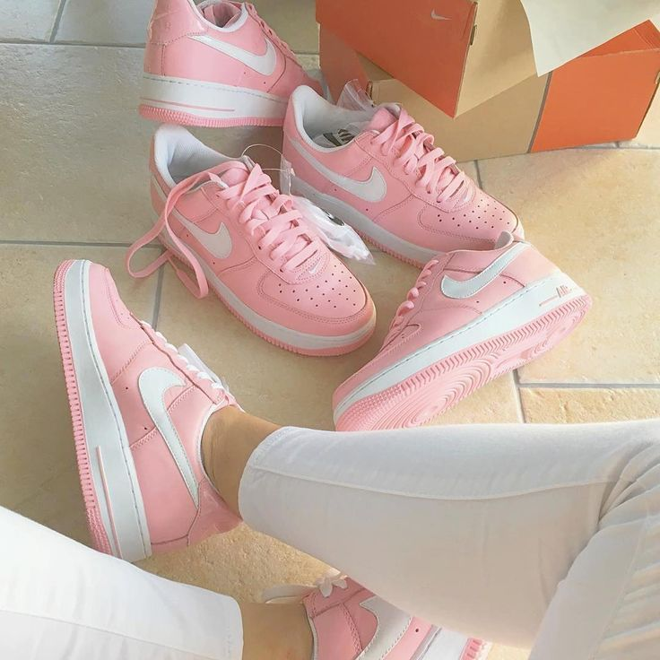 Sneakers women - Nike Air Force 1 pink (©viewmore)