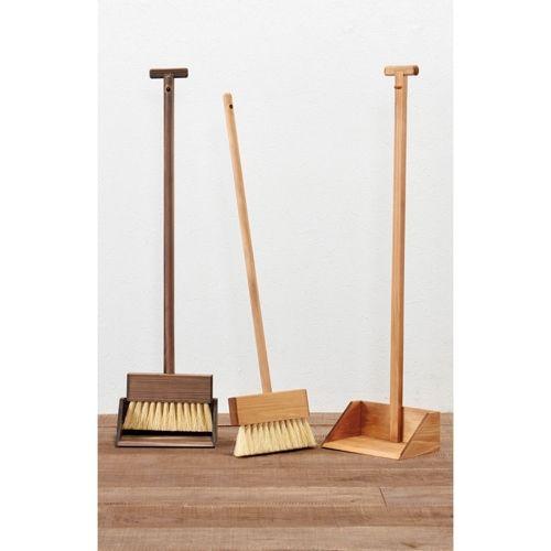 玄関に置いても絵になる洒落た木製のお掃除セット。
