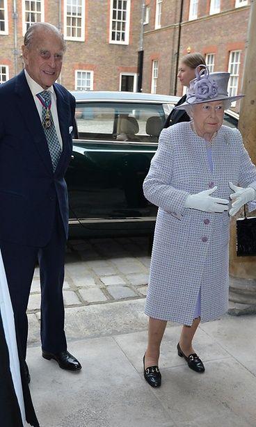 Kuninkaalliset velvollisuudet kutsuivat prinssi Philipiä ja kuningatar Elisabethia pian eroilmoituksen jälkeen. Copyright: Copyright Rex Features Ltd 2012/All Over Press. Kuva: REX/All Over Press.