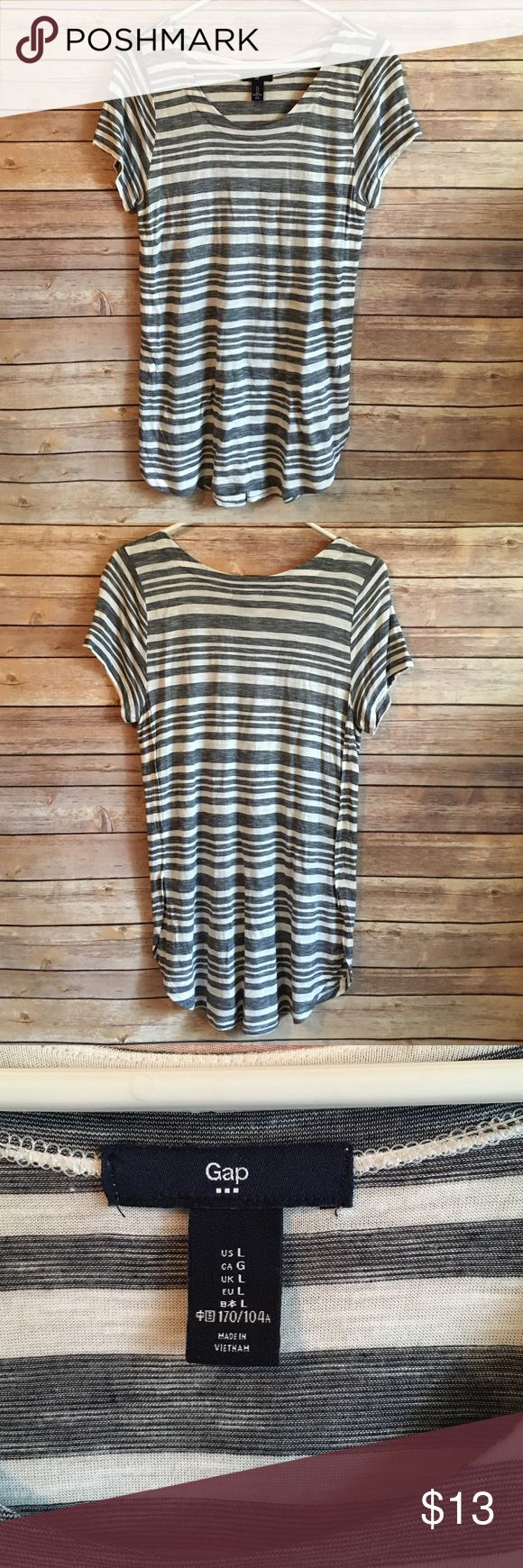 GAP Tee EUC. Blue and white top. Fits like XL and is longer than standard tees. GAP Tops Tees - Short Sleeve