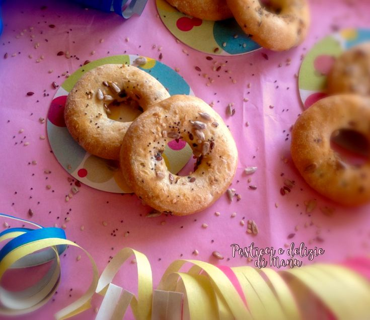 Le ciambelline alle patate, la mia versione salata con olive e formaggio,una ricetta semplice e facile ideale per tutti e non solo a Carnevale.
