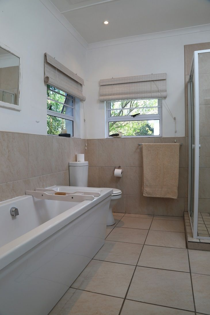 Wavecrest Cottage: Bathroom en-suite. FIREFLYvillas, Hermanus, 7200 @fireflyvillas  ,bookings@fireflyvillas.com,  #WavecrestCottage  #FIREFLYvillas #HermanusAccommodation