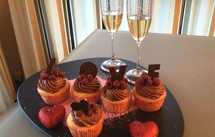 Con la ricetta dei Cupido cupcakes Elena Mazzolari, food blogger, partecipa al concorso I dolci del cuore. Per San Valentino cupcakes allo champagne... un cuore di maracuja e cioccolato  per dire ti amo! Per votare clicca qui: http://www.saporie.com/it/doc-cts-226-17711-17715-228-1.aspx