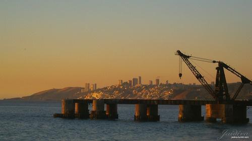 Vista hacia Reñaca y Concón. muelle Vergara, Viña del Mar, Chile.