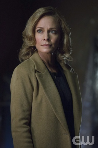 "Arrow -- ""Betrayal"" -- Image AR113a_0138b -- Pictured: Susanna Thompson as Moira -- Photo: Jack Rowand/The CW -- © 2013 The CW Network. All Rights Reserved"