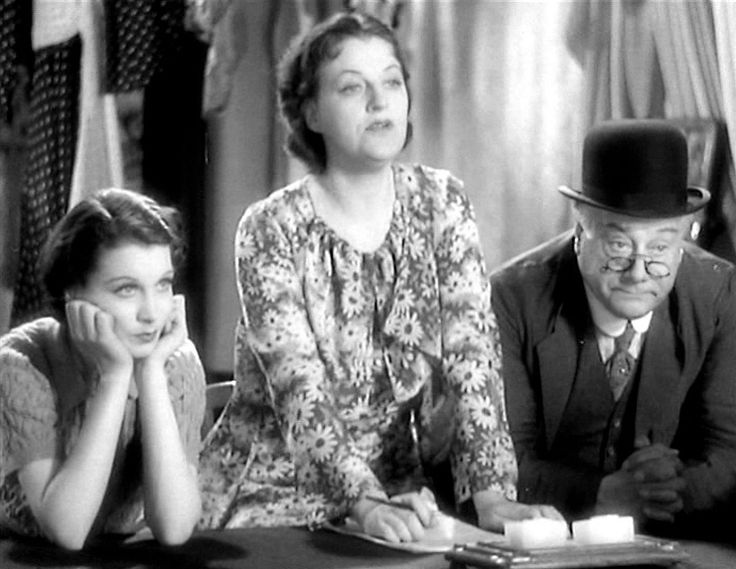 Vivien Leigh, Gracie Fields and Morris Harvey in Look Up and Laugh (1935)