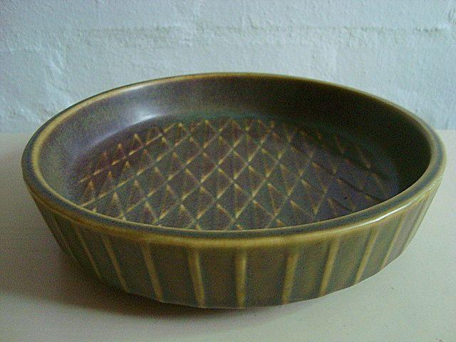 "GUNNAR NYLUND dish – RÖRSTRAND ""ETERNA"" H: 5 cm D: 21,5 cm. År/year 1931-58. #Roerstrand #Eterna #Swedish #Nylund #dish #fad #ceramics #stoneware #tilsalg #forsale on www.klitgaarden.net"