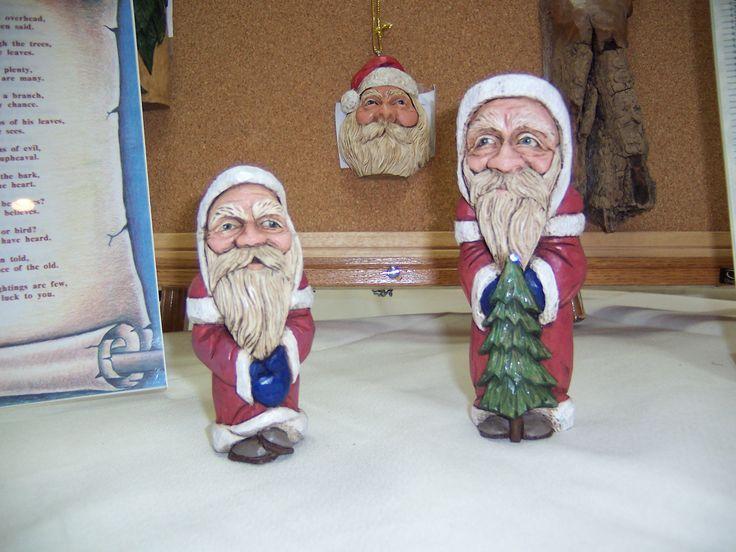 Santa's with Hanging Santa.JPG (2304×1728)