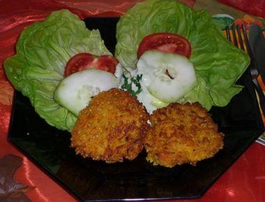 Waschen Sie die Hirse sehr heiß. Stellen Sie die Gemüsesuppe hin und wenn sie kocht, dann geben Sie die Hirse hinein. Lassen Sie sie ca. 10-15