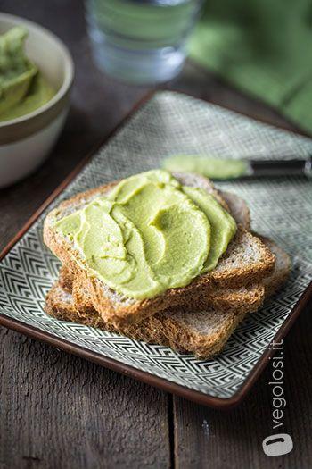 Hummus con avocado e lime