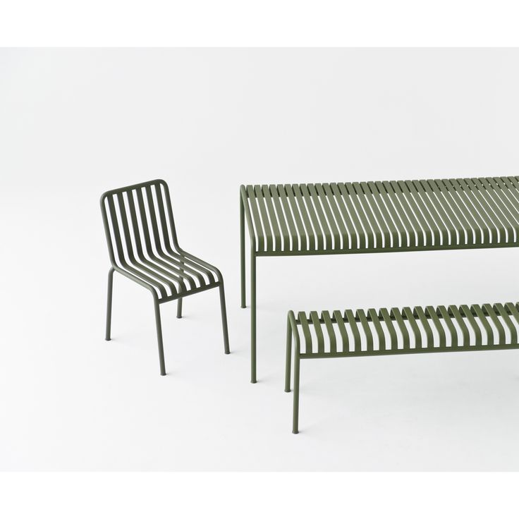 Palissade stol fra Hay, designet av Ronan & Erwan Bouroullec. Dekorer din hage eller balkong med den...