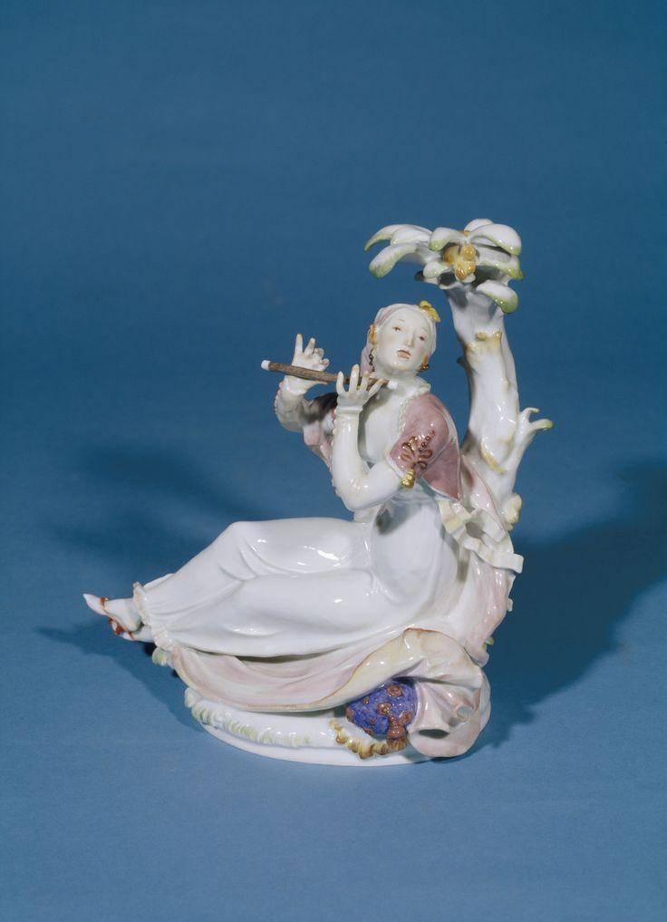 Inderin mit Flöte | Paul Scheurich, Königliche Porzellanmanufaktur Meißen | Bildindex der Kunst & Architektur
