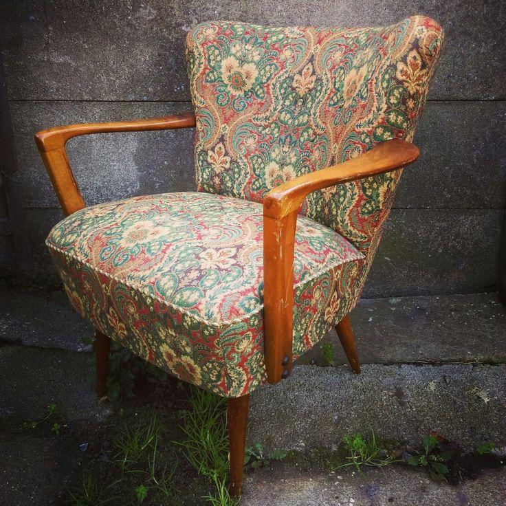 A real treasure 🎀 upholstery in perfect condition 👍  #armchair #vintage #vintagearmchair #lovevintage #lovely #treasure #upholstery #60s #70s #fotelklubowy #highgloss #starekojdy #retroarmchair #retro #vintagelife #meblevintage #comingsoon #mybussines #designfurniture #loft