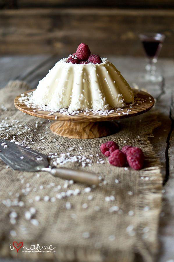 vanilla cream custard with coconut and raspberries
