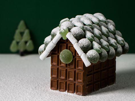 Näin teet suklaatalon! Tarvitset taloa varten neljä Fazerin Sininen -suklaalevyä.