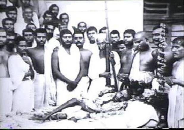 Thakur Ramkrishna Paramahansa Deb. Notice Swami Vivekananda in the background