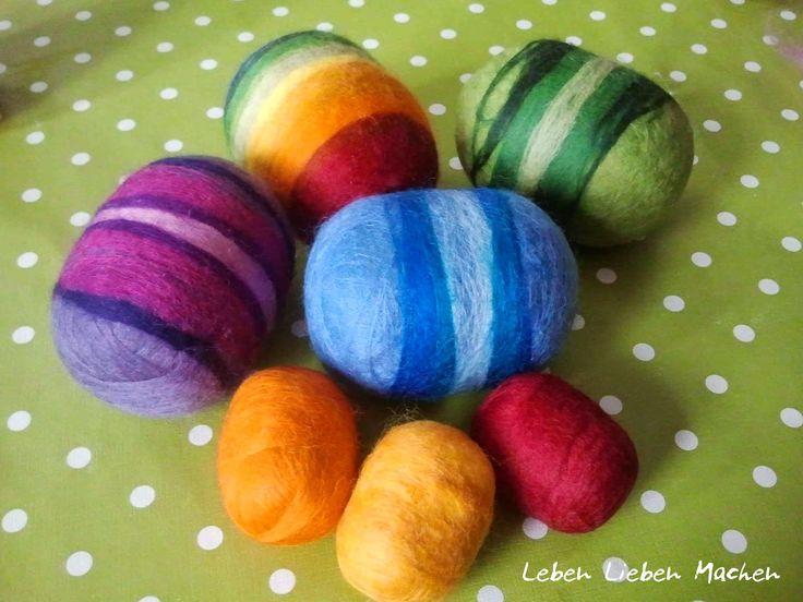 Filz-Rasseln aus Ü-Eiern! Eine kreative DIY-Idee, bei der auch kleinere Kinder viel Spaß haben können. Toll für die Osterzeit.