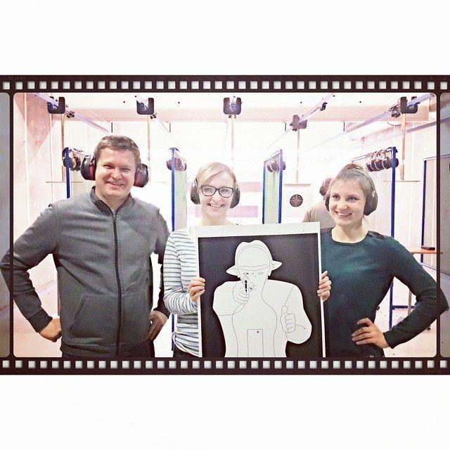 Agnieszka Pietrzak z APDK w wolnym czasie na strzelnicy  AP with friends on the shooting range  #guns #gun #shootingrange #range #instagrampl #instawarsaw #warsaw #businesswomen #businesswoman #businessman #freetime #warsawbynight #poland #loves_poland #ourpoland #attorney #lawyer #abogada #warszawa #stolica #mojemiasto #polska