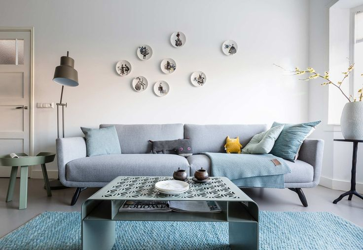 Grijze woonkamer bij Charlotte en Jochem uit aflevering 1, seizoen 6   weer verliefd op je huis   Make-over door: Frans Uyterlinde   Fotografie Barbara Kieboom