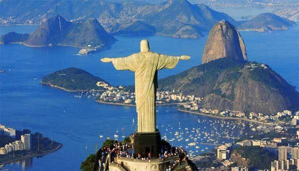 CRISTO REDENTOR DE RIO DE JANEIRO La estatua de Cristo Redentor o Cristo de Corcovado, es una estatua de 38 metros de Jesús de Nazaret, con los brazos abiertos. Situada a 709 metros sobre el nivel del mar, en el Parque de Tijuca, en la cima del cerro de Corcovado. Fue inaugurada el 12 de Octubre de 1931, después de aproximadamente cinco años de obras.