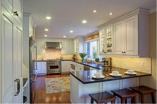 G-Shaped kitchen floor plan