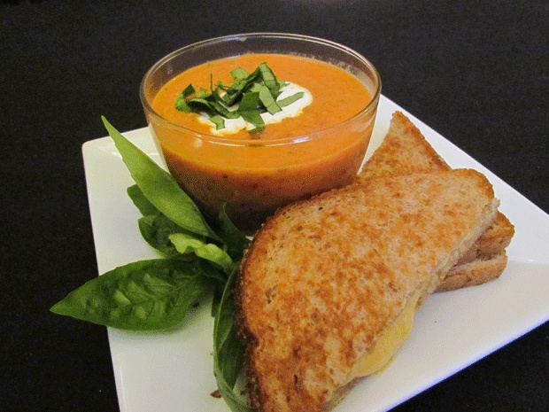 Creamy, roasted tomato and red pepper soup