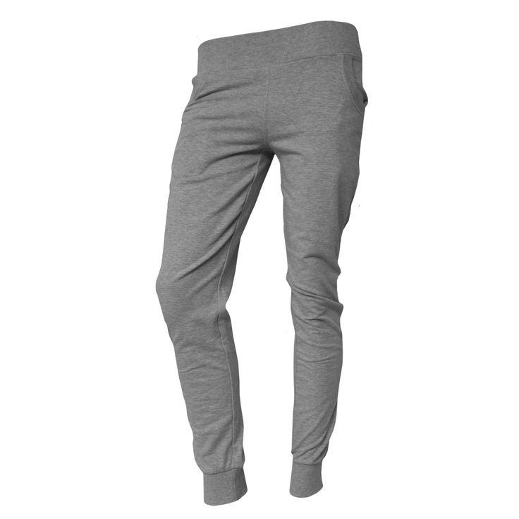 Pantalón Tipa Pantalón de mujer en color gris vigoré y logo de Feel Point en parte trasera. Composición: 65% ALGODÓN, 35% POLYESTER, 5% ELASTÁN. Disponible en tallas desde la XS hasta la XXL