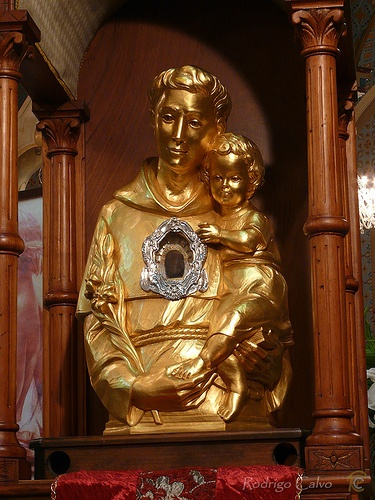 Reliquias de San Antonio Iglesia San Vicente Ferrer, Moravia. Visita de las Reliquias de San Antonio. COSTA RICA.