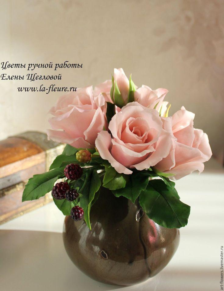 Букет с розами и ягодами ежевики (холодный Фарфор, porcelana). Автор - Елена Щеглова