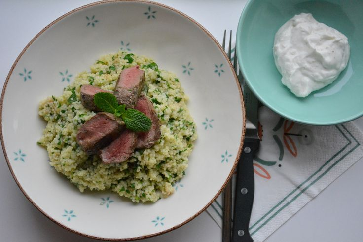 Ik eet supergraag Grieks eten dus bij deze een Grieks getint gerecht: lamsvlees met spinaziecouscous en Griekse yoghurt.