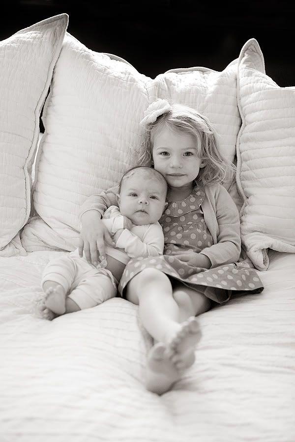 big sister - little sister: Photo Ideas, Sisters Pictures, Big Brother, Sisters Photo, Big Sisters, Baby, Little Sisters, Newborns, Sibling Photo