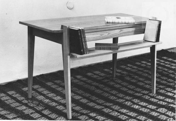 Biurko-stół z półką na książki, proj. Irena Żmudzińska, 1954.