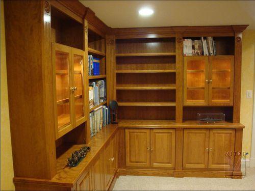 Вишневые деревянные шкафы для семейной комнаты