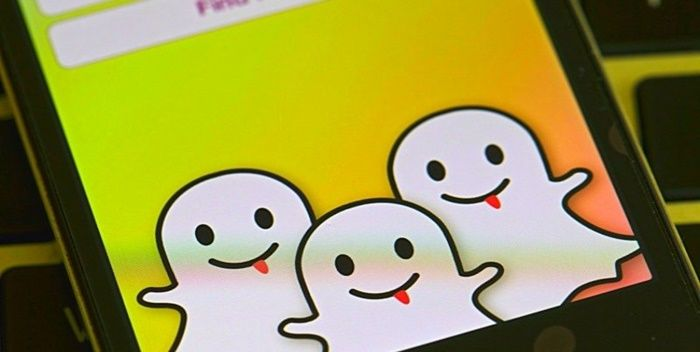 Snapchat uygulaması mesajlaşma ara yüzünü tamamen yenilemenin yanı sıra sesli yayın özelliğini desteklemek için hazırlanıyor. Peki, bu yenilikler nasıl olacak ve ne zaman kullanılabilecek? Sosyal içerik paylaşım platformları arasında en bilinen ve en sevilenlerden bir tanesi olan Snapchat, bilindiği üzere daha çok gençler tarafından kullanılıyor. İlk çıktığı günlerde yeteri kadar dikkat çekmeyi başaramamış olan Snapchat …