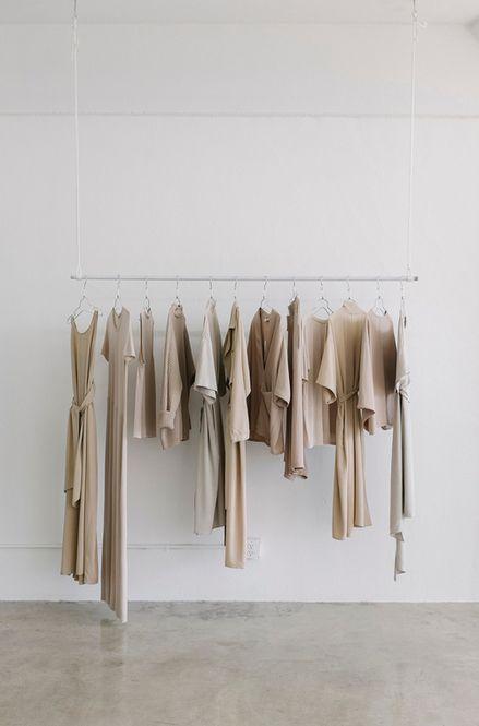 今年も衣替えの季節がやってきた!服をサクサク断捨離する方法 - Locari(ロカリ)