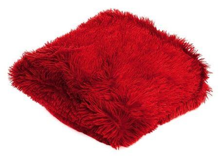 Czerwony włochaty i miękki koc do sypialni