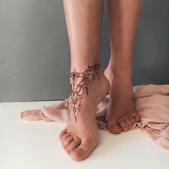 Tatouage chaîne cheville / Pinterest Ankle chain tattoo / Pinterest