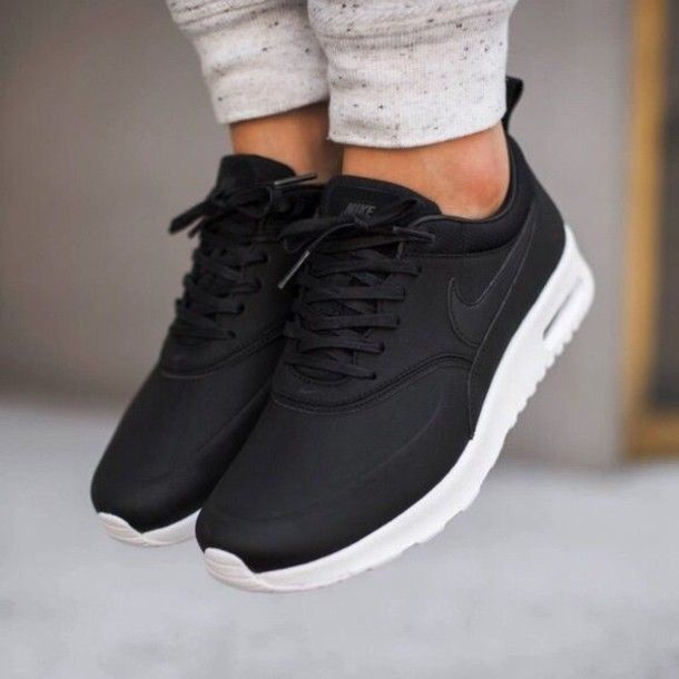 Wheretoget - Black Nike Air sneakers