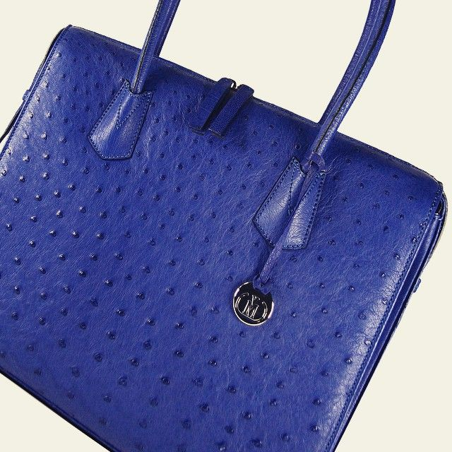 Via La Moda @thevialamodashowroom #vialamoda #ostrich #handbag