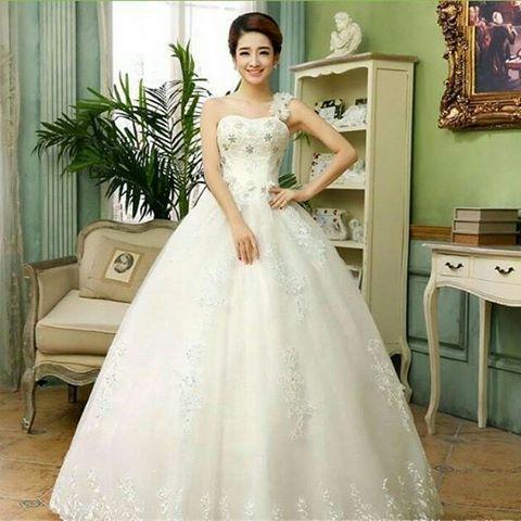 PERHATIAN : READY STOCK > TIDAK Pre Order (PO) semuanya Ready Stock.  Akan segera dikirimkan setelah melakukan pembayaran ----------------------------- Wedding dress - Gaun Pengantin  Warna Putih Ukuran S.M,L,XL,2XL,3XL Asli Import Untuk tanya-tanya silakan  Chat BBM D6DDBAB5 SMS/WA 085215196050 #weddingdress #gaunpengantin #sangatcantik #sangatmurah # #dresspesta #sangatsimple # http://gelinshop.com/ipost/1520135668385313126/?code=BUYm1YcgfFm