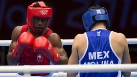 Essentiellement, la boxe est un combat corps à corps opposant deux adversaires…