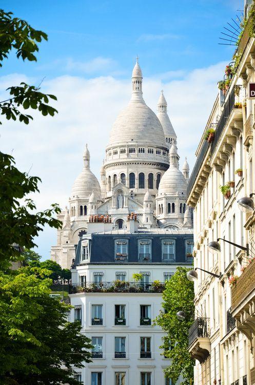 Paris is always a good idea. Montmartre. Image via: www.pinterest.com/pin/403142604120948400/