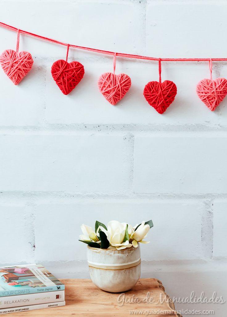 www evgenia tm ru portaretratos diy manualidades - DIY Crafts Diy Valentine's Day Decorations, Valentines Day Decorations, Valentine Crafts, Pom Pom Crafts, Yarn Crafts, Diy Art Projects Canvas, Diy Crafts For Kids, Arts And Crafts, Saint Valentin Diy