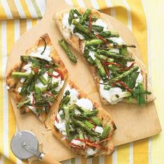 Grilled Pizzas with Asparagus and Sun-Dried Tomatoes | Recipe