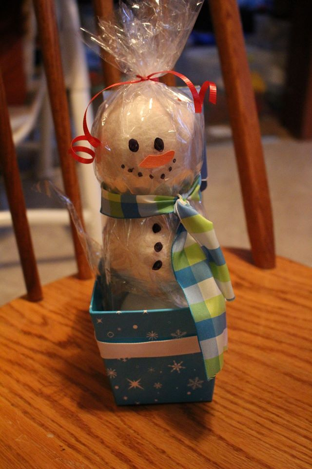 Norwex Dryer Balls as a cute Snowman gift! Fabulous hostess gift for those Holiday parties! www.fb.com/HomeWithBec
