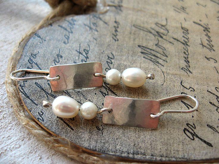 Orecchini argento 925 e perle scaramazze- gioielli fatti a mano- orecchini pendenti- pezzo unico di Petrahandmadejewelry su Etsy