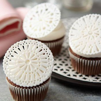 These new techniques give some of our most used decorating tools even more use. Check out these these DIY cake decorating hacks for fresh inspiration!