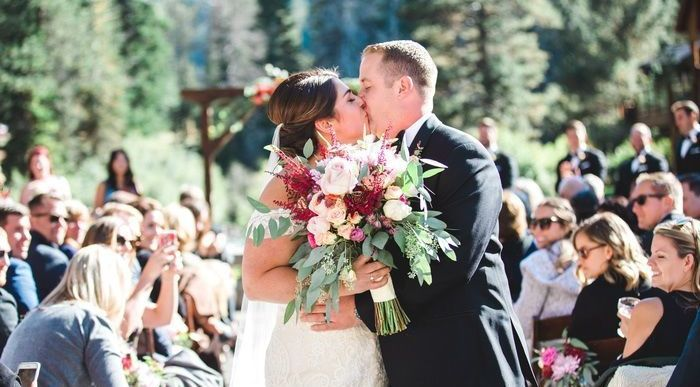 Wholesale Flowers for DIY Weddings, and Bulk flowers for Special Events. FiftyFlowers provides fresh and direct, wholesale flowers, including Callas Lilies, Roses, Rose Petals, Peonies, Hydrangeas, Tulips, Daisies and all varieties of wedding flowers.